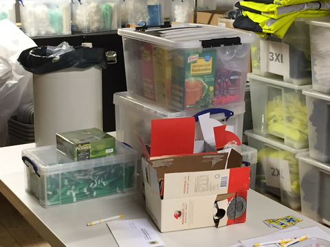 Inhoud huishoud- en cateringboxen inspecteren