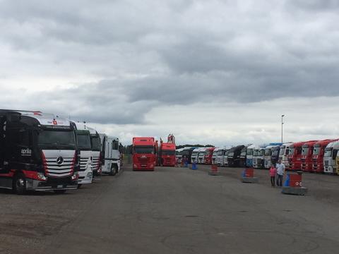 Team-trucks op het TT Circuit