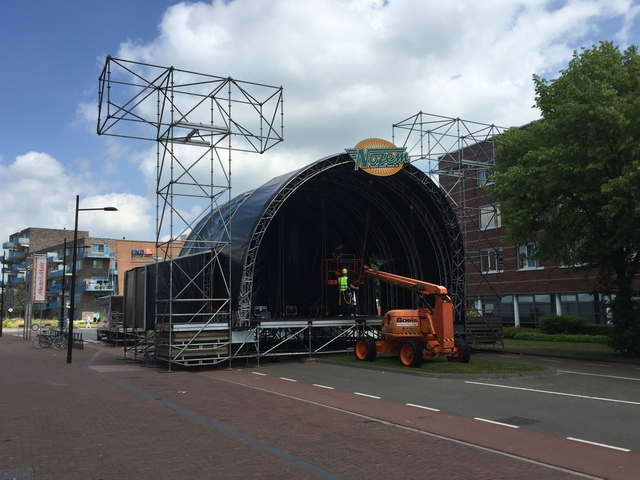opbouw podium J. Fabriciusstraat