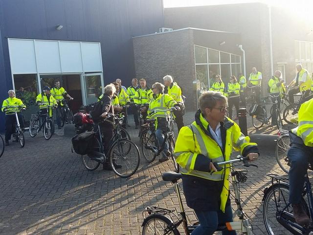 Met z'n allen op dit fiets onderweg naar de EHBO-posten op het TT Circuit.